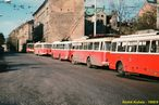 Pohled na odstavené trolejbusy 9 Tr (v popředí ev.č. 318) spolu s jednou 14 Tr v dnešní Presslově ulici. - 1988/9