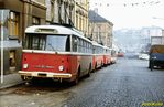 Odstavené trolejbusy v čele s 9 Tr ev.č. 305 v dnešní Presslově ulici. - 1985