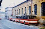 Odstavené vozy u vozovny . V popředí 14 Tr ev.č. 352. - 1985