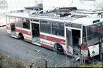 Vyřazená Škoda 14 Tr0 ev.č. 349 (s předním krytem z 365) odstavená u vozovny Cukrovarská. - 27.10.1988