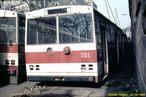 Neprovozní Škoda 14 Tr ev.č. 351 spolu s 385 odstavená u vozovny Cukrovarská. - 27.10.1988