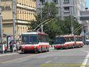 Škoda 14 Tr ev.č. 6259 spolu s 15 TrM ev.č. 6629 vjíždí do zastávky Hodžovo námestie. - 10.7.2010