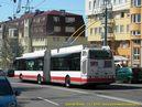 Škoda 25 Tr ev.č. 6705 opustila zastávku Tománkova. - 11.7.2010