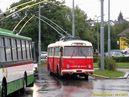 Škoda 9 Tr ev.č. 323 odpočívá na obratišti Doubravka, Zábělská. - 30.7.2011