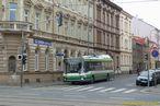 Škoda 21 Tr ev.č. 489 čeká v Bendově ulici na odbočení na Klatovskou. - 8.4.2012