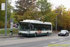 Škoda 24 Tr ev.č. 505 opatřená předvolební reklamou stanicuje v zastávce Malostranská. - 16.10.2013