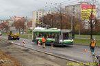 Škoda 21 Tr ev.č. 486 opatrně projíždí staveništěm na Rokycanské. - 29.10.2013