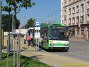 Kvůli dopravní nehodě na Zátiší je vůz 452 zpožděn více než 30 minut. S jedním z následujících zpožděných spojů linky 12 je zachycen v zastávce Mikulášská. - 19.7.2013