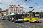 Setkání vozů 539 a 291 v Pražské ulici. Zanedlouho začne i výluka tramvají, a to se z Anglického nábřeží stane ten pravý centrální přestupní uzel. - 29.7.2013