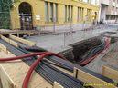 Vyvedení kabelů před sídlem PMDP na Denisově nábřeží. - 19.8.2013