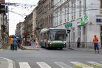 Škoda 21 Tr ev.č. 489 při jízdě na dieselagregát objíždí výkop v Koperníkově ulici. - 13.7.2013