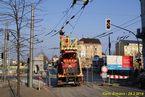 Montážní plošina pracuje na propojení trolejí na křižovatce Americká x Anglické nábřeží. - 29.3.2014