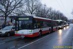 Solaris Urbino 18 #514 na náhradní lince 1/2A v èele zastavených vozidel na Americké tøídì. - 17.1.2015