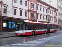 Kloubový vùz vypravený na linku 33 jako posila vyèkává po dobu prùchodu prùvodù v zastávce Mrakodrap na obnovení provozu. - 17.1.2015