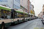 Kolona trolejbusù v Tylovì ulici. - 13.11.2015
